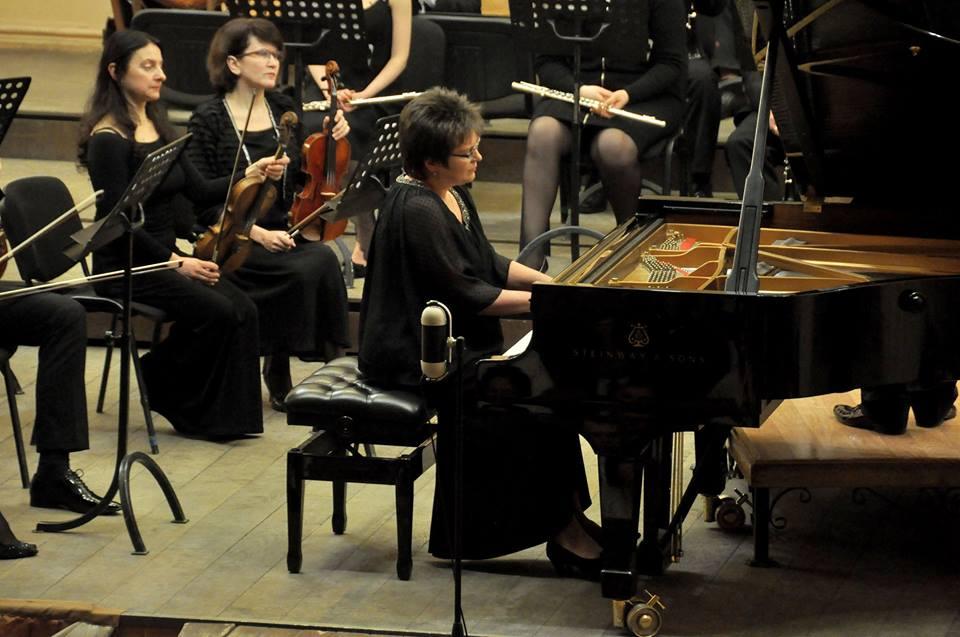21 О.Рапіта виконує Концерт для ф-но фото А.Куб'як